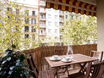 Photo for Sagrada Gaudí I apartment in Eixample Dreta with WiFi, integrated air conditioning, balcony & lift.