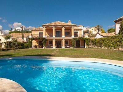 Photo for Large Individual luxury Villa with private heated pool