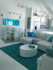 Aqua Dreams, At Beach w/Guesthse, 4 Kng bedrms, 3 1/2 baths, Sleeps 14, Lg Spa!!