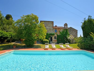 Photo for Stunning private villa with internet, private pool, TV, pets allowed and parking, close to Flore...