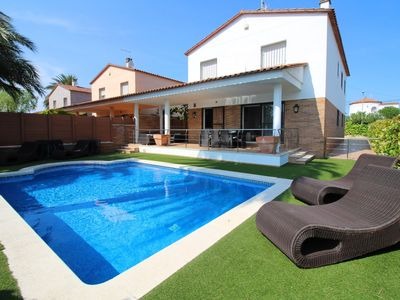 Photo for Villa on the canal with private pool, 4 bedrooms and mooring