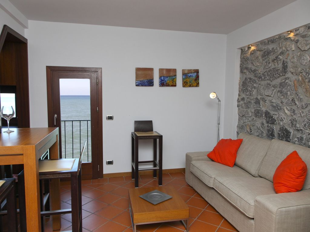 Casa bella cefalu sicily rentals and for Bella casa d artigiano