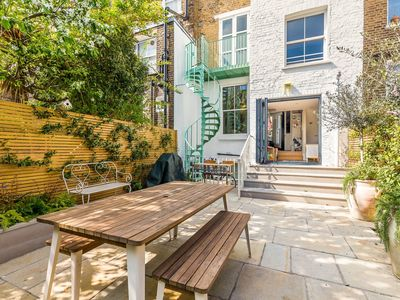 Photo for 5 Bed Family House w/Terrace in Clapham