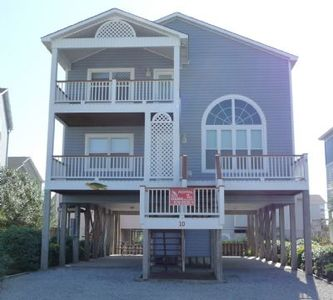 "Photo for PRIV 10, ""The Recovery Zone"" , multi level home,  in walking distance to pool and  beach access."