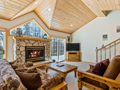Photo for Updated Schweitzer Mt. condo w/ gas fireplace, full kitchen, & easy ski access!