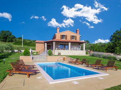 Photo for Detached villa in the Istrian inland, with private pool and Jacuzzi, Wi-Fi