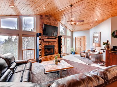 Photo for The Peach - Luxury Mountain Retreat