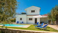 Nice stay, clean and spacious Villa for a family with grown up children. Excellent to eat breakf...