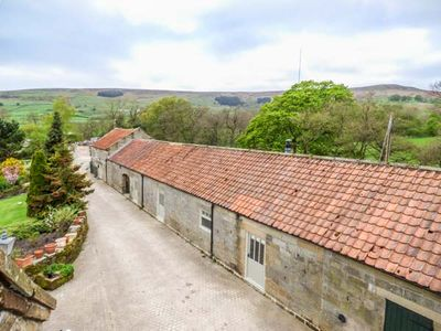 Photo for WITCHES COTTAGE, pet friendly, with open fire in Helmsley, Ref 931158