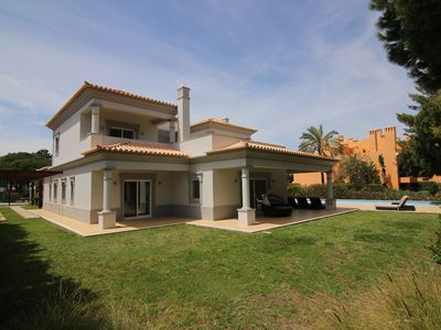 Photo for 4 bedroom villa, private pool and garden