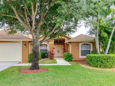 Photo for Spacious 4 bedroom 3 bath very private pool home with free Wi fi