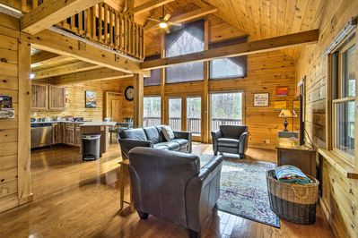 Book your next mountainside escape to this New Market log cabin!