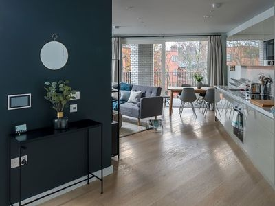 Photo for Modern 2 bed sleeps 6 w/gym & balcony in Southwark