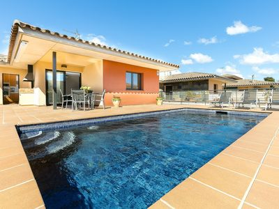 Photo for Very beautiful house with private pool in Castelló d'Empúries.