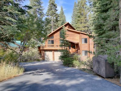 Photo for Cozy Cabin in Tahoe Donner with private Hot Tub and Sauna