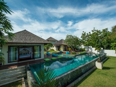 Photo for Gorgeous 5 Bedroom Villa near Nelayan Beach - Canggu;