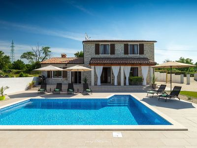 Photo for Beautiful modern villa with pool in Central Istria