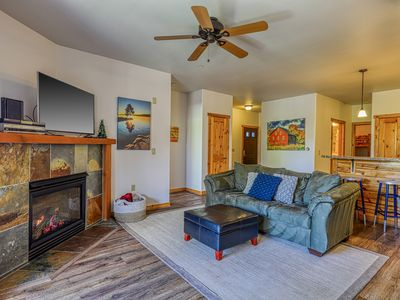 Photo for Beautiful condo w/ deck, shared pool, hot tub, & gym - close to town & skiing!
