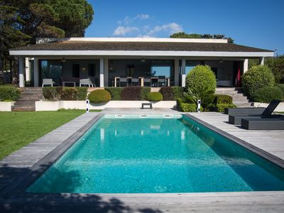 Photo for Sublime property with pool waterfront