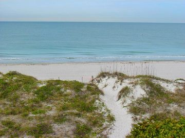 Beachfront Paradise at Island Sands 204 Awaits you for Fall vacations!