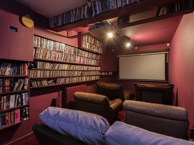 Photo for UP TO 20% OFF - 5 bedroom property with home-cinema in Holloway (Veeve)