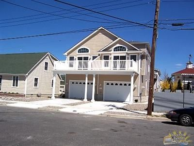 Photo for 1.5 Blocks to the Beach in the heart of downtown sea isle or Townsend Inlet