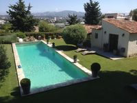 A wonderful bijou property set in lovely surroundings and beautiful backdrop of the mountains