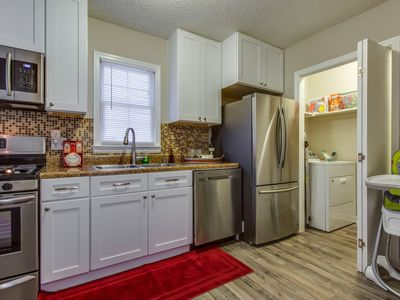 Photo for ⭐️Downtown Charleston area⭐️Free Parking⭐️Private Patio/BBQ⭐️Full Kitch