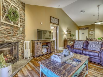 Photo for Luxe condo w/ jetted tub & shared pool/hot tub - walk downtown!