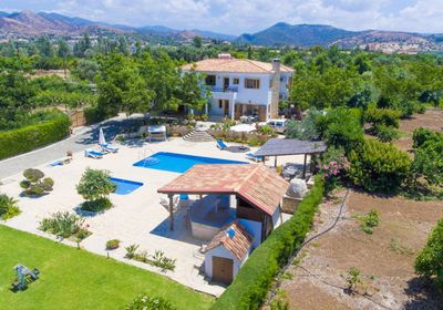 Beautiful Secluded Villa with Private Pool, Terrace and Garden