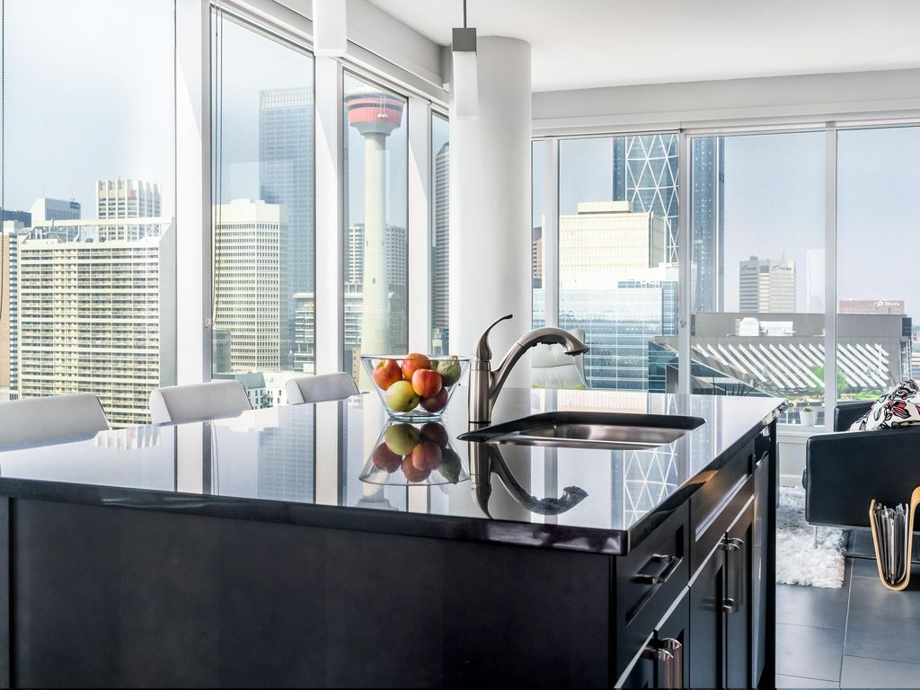 Beautiful 2BD,2BA Downtown Condo- CENTRAL L... - HomeAway