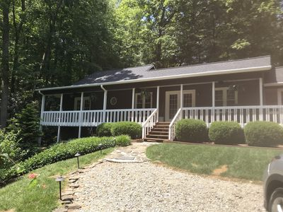 Photo for Quiet Mountain Cottage Close to ~TIEC~ & Saluda