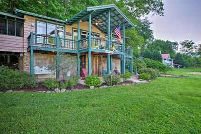 The 2-bedroom, 2-bath home for 6 sits on 1.5 acres and offers scenic views.