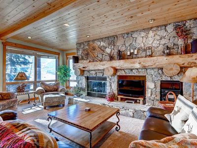 Photo for Rustic Mountain Style Condo, Sleeps 8, Beautiful Mountain View BB401