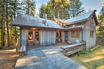 Head to Leavenworth and stay at this vacation rental cabin!