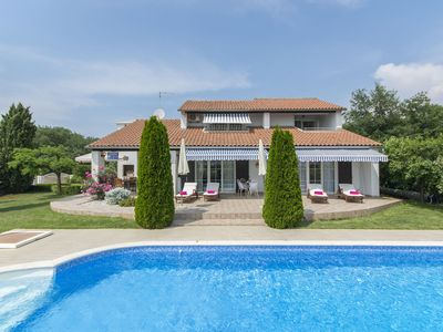 Photo for Beautiful villa with a large pool and wonderful garden for your dream vacation