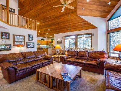 Photo for Luxury Home with A/C, Gourmet Kitchen, Huge Great Room, Ping Pong - TODD01