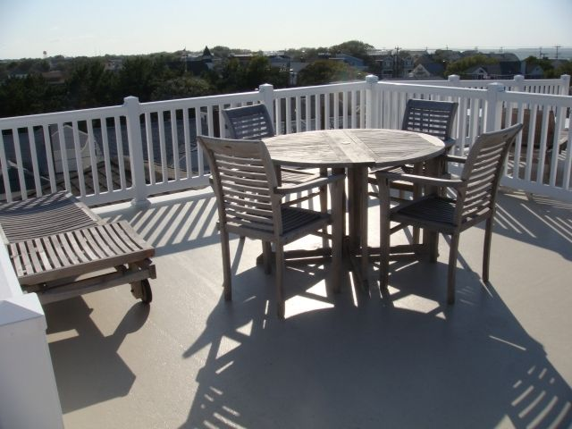 DEALS ON OPEN WEEKS  6 houses to beach -beach badges and chairs too!