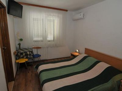 Photo for One bedroom apartment with air-conditioning Baška Voda, Makarska (A-15070-c)