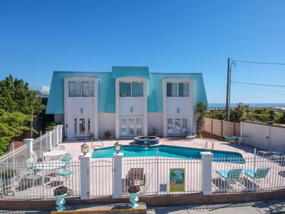 Historic Evelyn's Oasis│Renovated 6 Bdrms, 5 Baths, Sleeps 18 Private Pool