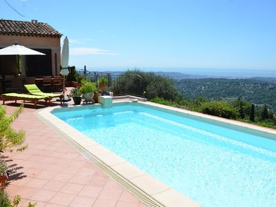 Photo for Villa with pool and stunning views of the coast