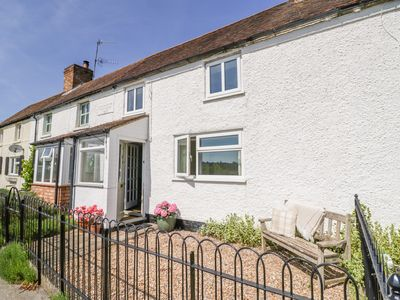 Photo for 2 KNOWLEDGE COTTAGE, romantic, with a garden in Offenham, Ref 1009521