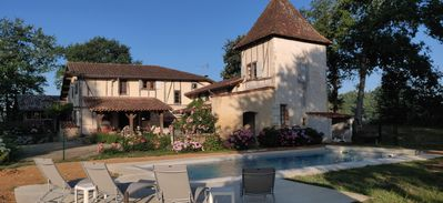 Photo for Beautiful Gascon home with private pool close to medieval bastide
