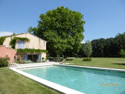 Photo for Provencal farmhouse and its hundred-year-old plane tree, heated and secure pool