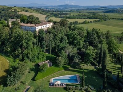 Photo for Villa Ponte sull'Arbia - Spectacular 12th-century villa with private swimming pool and tennis court