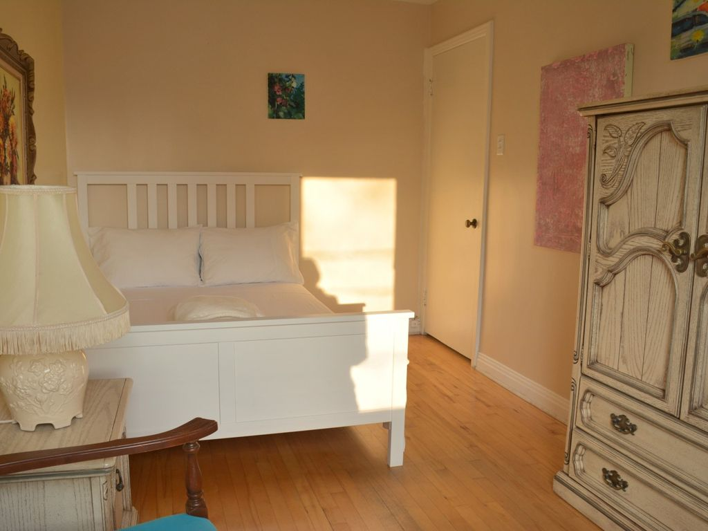3 Parking 3 Bedrooms 5 Beds Whole Apartment
