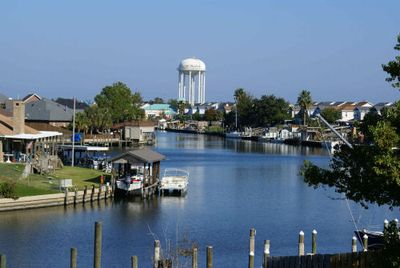 Labor Day holiday Open! Waterfront Condo, Just 20 min to New Orleans, Boat  Slip - Slidell