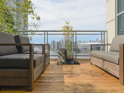 Photo for Centrally located 4-bedroom penthouse with stunning views and 3 patios.