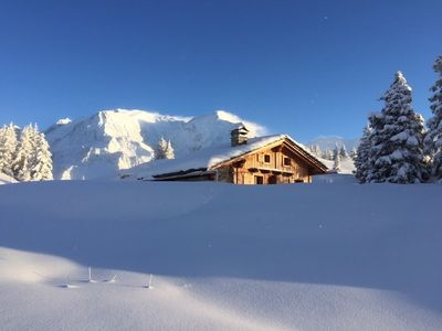 Photo for Exceptional authentic chalet at the top of the slopes - Gondola access