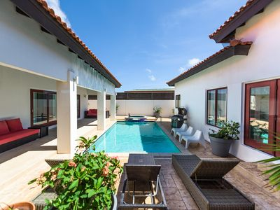 Stylish Villa-privacy, great pool, AC-Wifi-Alarm-Grill-Beachchairs-all you need!